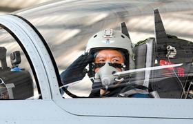 南部战区空军航空兵某旅飞行员王建东复飞影像